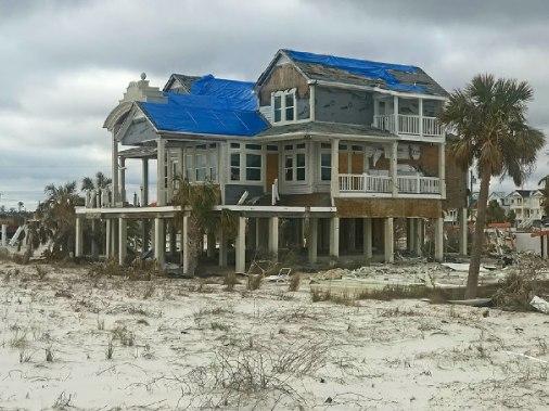 Mexicao Beach house damage
